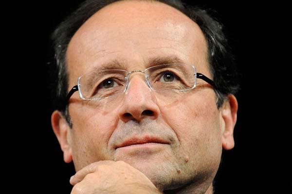 El Gobierno Hollande se baja el sueldo y contrata más profesores