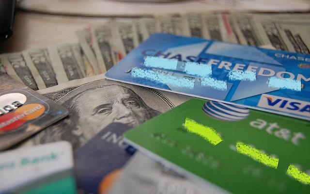 Los comercios pagarán menos comisiones por el dinero de plástico