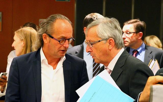 Juncker promete invertir 300.000 millones en inversiones y empleo