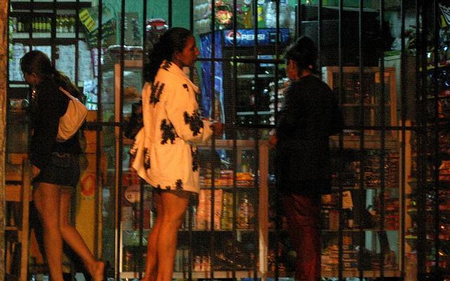 Niño-Becerra propone legalizar las drogas y la prostitución