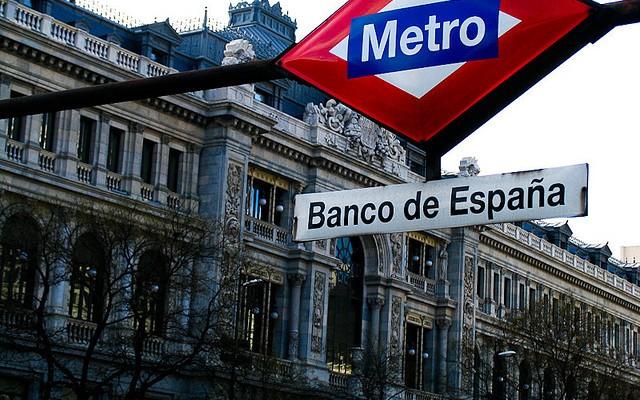 España coloca deuda, por primera vez, a tipo negativo.